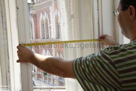 Az ablak szélességének mérése.